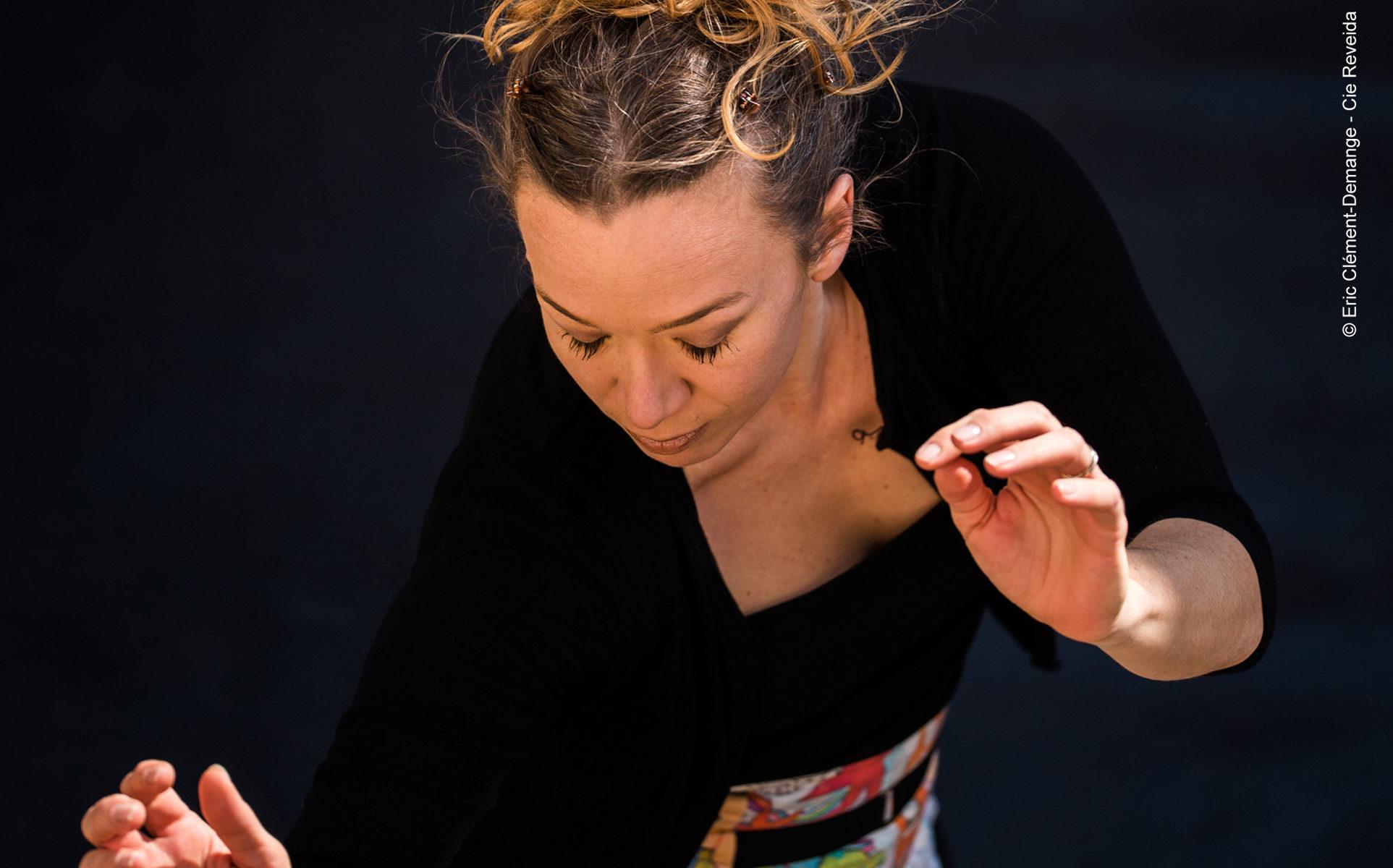 """Esperluette Danse avec la Peau des Mots - spectacle danse jeune public sur le goût de la lecture - """"crédit photo Eric Clément Demange - Cie Reveida tous droits réservés"""""""